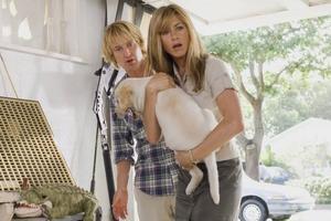 """Owen Wilson, Jennifer Aniston och Marley i """"Marley och jag"""".Foto: Fox"""
