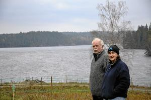 Intrång. Bertil och Gun Carlson i Björnvik kommer att få sin utsikt över Östersjön förstörd. Mitt i den stilla naturen kommer åtta höga vindkraftverk att sticka upp. BILD: JESSICA HENULIN