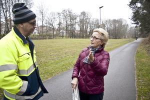 """Krisoffer Jasinski fick tydliga besked av Milja Pesonen som promenerar nästan varje dag i Mårtens hage: """"Bygg inte bostäder här!"""""""