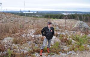 Typisk finnskogsmark. Gran, högt läge, fiskevatten. Kjell Fasth brukar skogen med moderna metoder, men även på skogsfinnarnas tid röjde man stora arealer, och sedan kom slyn.