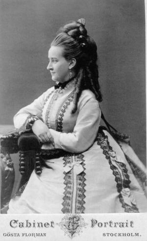 Helena Munktell hade lyckan att vara ekonomiskt oberoende och helt kunna ägna sig åt sin musik. Somrarna tillbringade hon i Dalarna och vintrarna i Paris. Pressbild. Foto: Gösta Florman