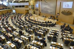 """""""Det är tur för advokat Massi Fritz att domstolarnas ledamöter inte behandlar henne lika odemokratiskt som riksdagens ledamöter behandlar Sverigedemokraterna"""", skriver skribenten."""