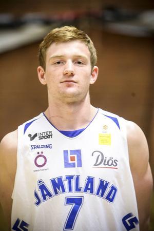 Gustav Hansson, 19 år, guard. 185 cm.