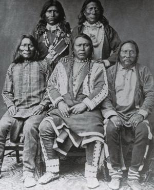 Ute-indianernas hövding Colorow, i mitten längst fram, var ingen stor anhängare av