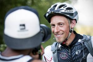 Med lätt packning och mycket myggmedel cyklar Mattias Skantz hela fjällkedjan norrifrån till söder.