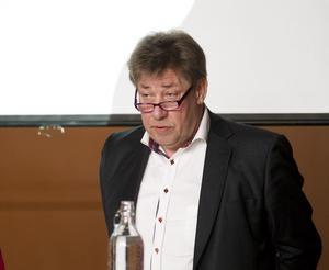 Anders Franck vill att regionen ska göra prioriteringarna i järnvägstrafiken och inte överlämna det till andra aktörer.
