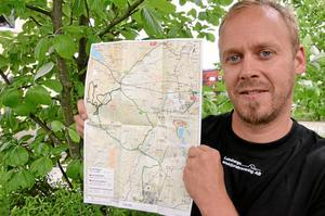 Morgan Rosell som stakat ut Mountainbike-leder i Lekebergs och Askersunds kommuner.