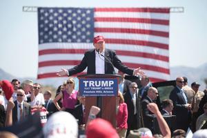 USA:s president Donald Trumps slogan och valöfte var