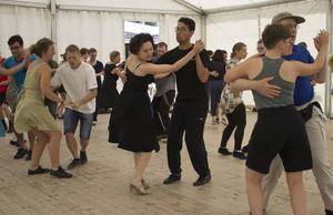 Herräng Dance Camp är helt och hållet rätt plats för den som vill lära sig att dansa swing. Det är nämligen världens största dansläger inom swingdans. Foto: Louise Frilund