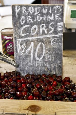 Delikatesser på marknaden i Bastia.