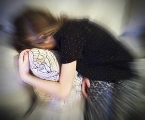 Huvudvärk och magsmärtor är vanliga tecken på stress bland barn. Och stressrelaterade problem blir vanligare, 20 procent av barn på mellan- och högstadiet upplever konstant stress.