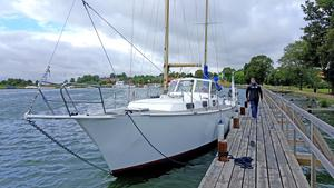 Båten Sunnyday ska ta Sanna Alatalo, Dennis Sevelin, Henna Koskela, Rickard Sand, Elin Fors, Oskar Karlsson jorden runt.
