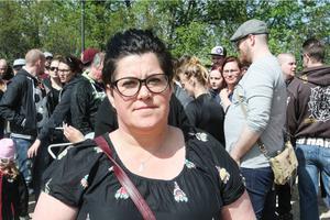Camilla Söderlund tog initiativet till manifestationen för att hedra 23-åringen och för att protestera mot våldet.