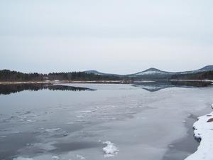 Henrik Laursen vill visa hur det ser ut när isen på Ljusnan, vid Sveg, bryts upp.