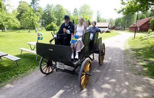 Snart i originalskick. Sveriges äldsta bil ska restaureras under vintern. Bilden är tagen förra sommaren när Lennart Andersson tog skolungdomar på en tur.