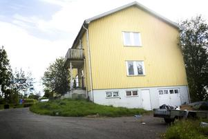 Ett kvar. Det finns bara huset på Gullregnsvägen i Grängesberg kvar i konkursboet efter Ludvikaborgens fastighetsförvaltning AB. Men när det kan säljas och konkursen avslutas står skrivet i stjärnorna. Foto:Karin Rickardsson