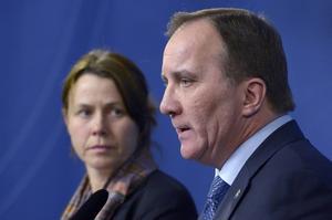 Vice statsminister Åsa Romson (MP) och statsminister Stefan Löfven (S) meddelade i går att man lägger sig på lägsta möjliga nivå i asylprocessen i hopp om att få andra EU-länder att ta sitt ansvar.