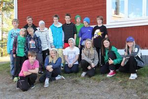 Fem-sexan vid Viksjöfors skola är samlad tillsammans med sin lärare Torulf Andersson. Nu utmanar skolan andra skolor att samla in pengar till Afrikas horn.