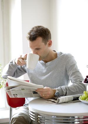 Tidningsläsarna blir färre - vilket är en tuff utmaning för pappersindustrin.