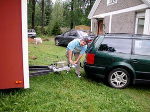 Det går att hyra bastun och i så fall drar Mikael den på plats med bilen.