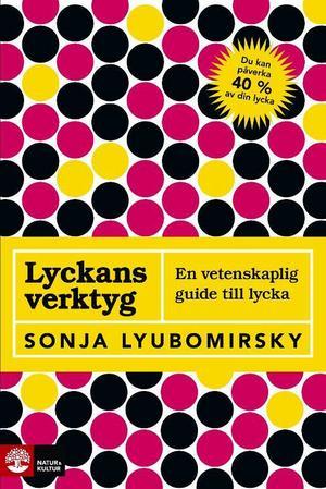 """""""Lyckligare"""" av Tal Ben-Shahar, som undervisar i positiv psykologi vid Harvard (Natur och kultur) är ett boktips för den som vill veta mer om positiv psykologi.""""Lyckans verktyg – en vetenskaplig guide till lycka"""" av Sonja Lyubomirsky, professor i psykologi (Natur och kultur), är intressant läsning.Jämtlandsläkaren Nisse Simonsons """"Varför mår vi så dåligt när vi har det så bra?"""" (Brombergs)  är en intressant bok om positiv psykologi."""