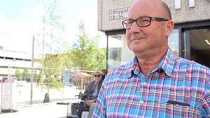 Olov Nilsson Sträng, politikern med ansvar för försäljningen av torget. Han har pudlat, så vi borde förlåta honom.