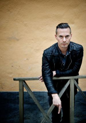 Oskar Linnros var tidigare tillsammans med sångerskan Veronica Maggio: