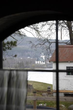 Utsikten från ett av fönstren på delen som hyrs ut.