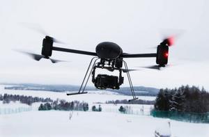 Minihelikoptern, som mera ser ut som en jätteinsekt av obestämd sort, är nästan helt ljudlös och den kan stiga snabbt till flera hundra meters höjd. Fullt utrustad kostar maskinen 250 000 kronor.