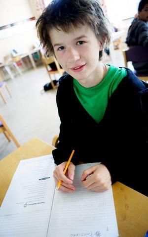 Joan Johansson hoppas att hans IG i engelska ska kunna bli ett G så att han kan söka in till fordonsprogrammet till hösten. Foto: Lars-Eje Lyrefelt