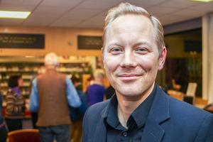 Skådespelaren och regissören Daniel Adolfsson, Mankell-stipendiat, höll ett föredrag på Biblioteket i Sveg på tisdagskvällen, där han berättade om att skriva för scen.
