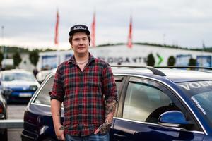 Tillsammans med sin grupp Exclusives besökte Tobias Pettersson träffen i Birsta.