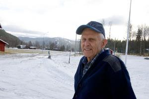 – Det snurrar snabbt på Ystestkröket idag, konstaterar Karl Manfred Jonsson när han blickar ut över vindkraftverken som han är delägare i.
