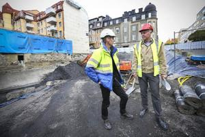 Ulf Lindström från Skanska och Henric Kindblom från Diös jobbar med bygget av Barberaren 7. Byggnaden ska ersätta Centralpalatset som brann ner år 2010.