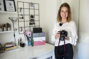 Kameran är aldrig långt borta, Eleni lägger gärna ner upp mot två timmar om dagen på fotogafi.