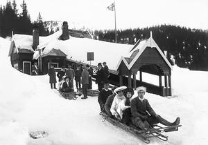 Bygget av Bergbanan 1909 blev en starpunkt för utvecklingen av slalomturismen i Åre. Kälkåkning var också populärt på den tiden.