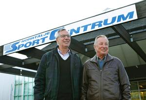 Tomas Ackelman och Björn Andersson i Mötesplats Roslagen vill se fler byggkranar i Norrtälje.