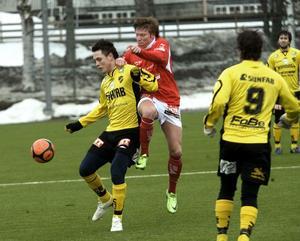 Pelle Lööf inledde målskyttet för ABK redan efter 35 sekunders spel.