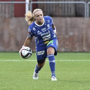 Hilda Carlén, målvakt i Piteå IF till vardags, född 1991 i Ystad, togs ut till landslaget i år. Hon var med till Algarve cup i våras och följer med som andremålvakt till Moldavien.