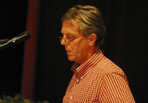 Revisorsgruppens ordförande, Folke Bäck, redogjorde inför fullmäktigeförsamlingen  varför de inte förordade ansvarsfrihet för socialnämnden.
