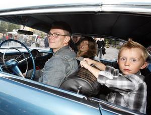 Jan-Henrik och Kristina Larspers från Hedesunda tog med sig barnen Jonas, 8, Arvid, 5, och Agnes, 11, i bilen, en blänkande Cheva från -56.
