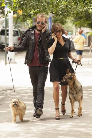 Rhys Ifans och Jennifer Aniston i en scen ur