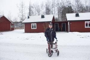 Anders Sahlberg får hjälp av hemtjänsten och har mött ett tiotal anställda under en treveckorsperiod.