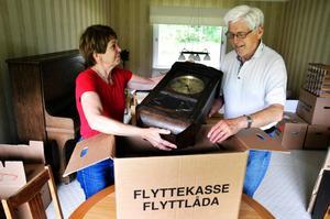 Flyttar. Ingerd och Gerhard Olsson packar ihop och flyttar från Lekeberg till Farstastrand den 29 juni