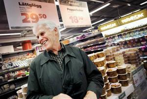 Sören Jonsson har arbetat 46 år inom Konsum och började som butiksbiträde i butiken i Valne, 13 år gammal.