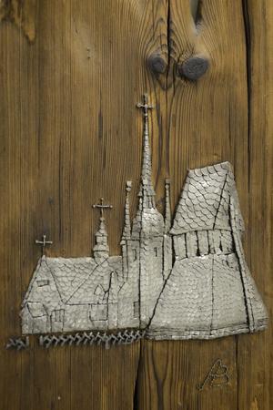 Ljusnarsbergs kyrka skapad av tusentals spikar.