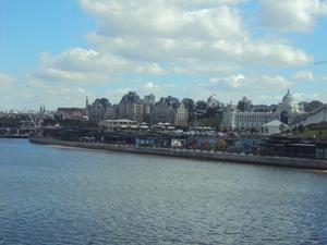Längs floden Volgas södra strand (eller Kazanka som den här bifloden heter) ligger den nyanlagda strandpromenaden med restauranger och kaféer redo att ta emot VM-publiken när det inte är matchdags.