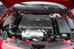 Bildtext 8: 2,0-litersdieseln är både dragvillig och snål på bränsle. Men den inspirerar inte till någon direkt sportig körning.Foto: Pontus Lundahl/TT