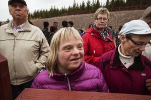 – Jag fick den första kramen, säger Kristina Karlsson. Vi har kramats förr. Vi gick nämligen på samma dagis i Älvdalen, Sofia och jag.