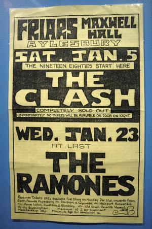 Legendarisk affisch från 1980, då The Clash och Ramones spelade tillsammans. Banden är den traditionella punkens kanske två största någonsin.
